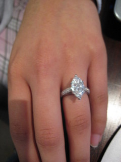 Best Shaped Engagement Ring For Short Fingers