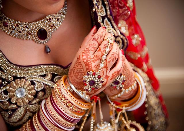 16 Strikingly Simple yet Beautiful Mehandi Designs